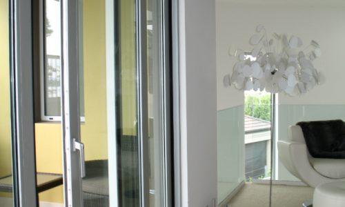 49 - Yarralumla Bay House - Sustainable house - Strine Design - balcony